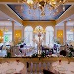"""مطعم """"لازيرا"""" باريس الشنزليزيه"""