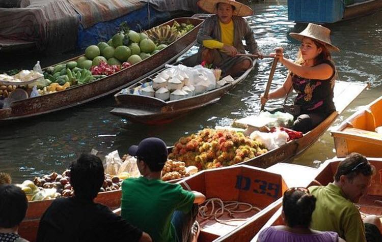 الأسواق العائمة في جنوب شرق آسيا